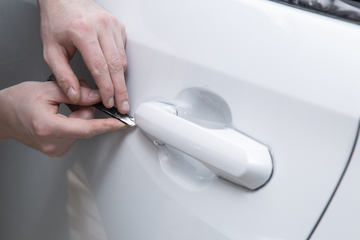 Installing a protective film on the car body